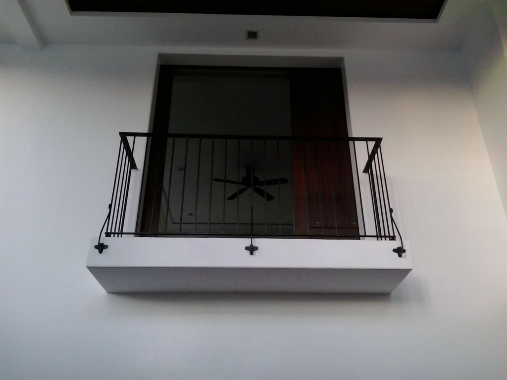 Balcony Railing in Wrought Iron Square Bar Scalop Design