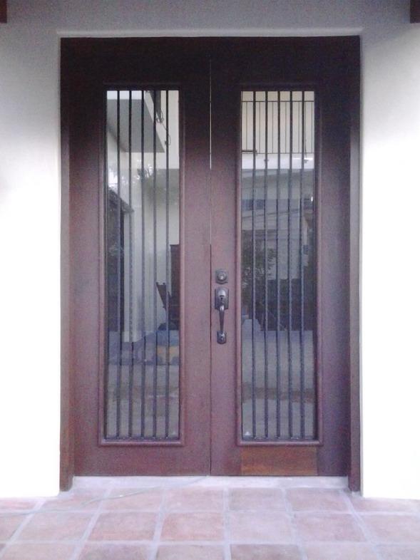 Main Door in Square Bar Scalop Design
