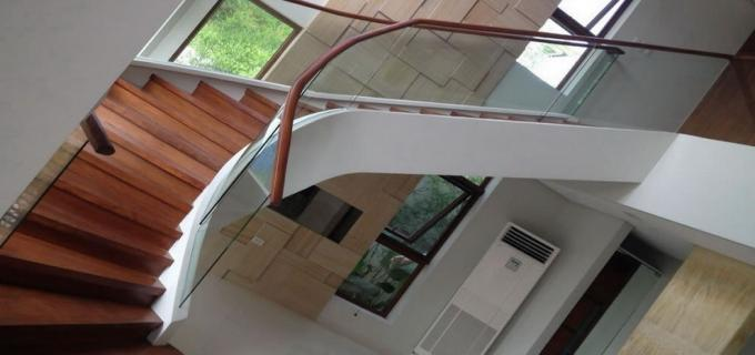 Frameless Glass Winding Staircase